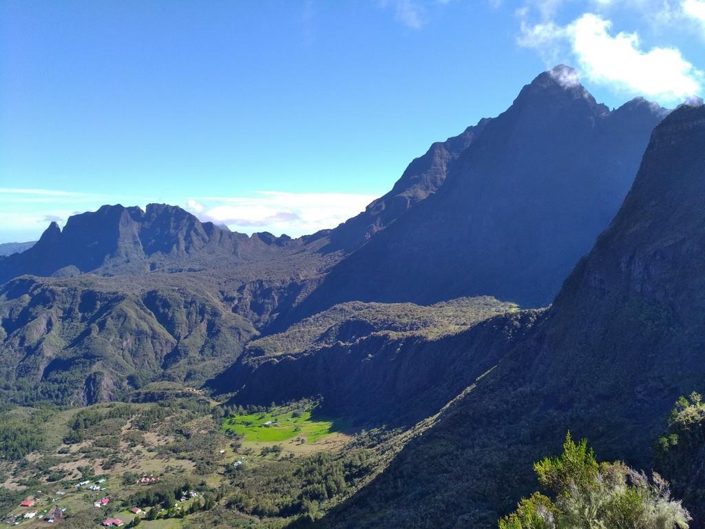 guide accompagnateur randonnée trek montagne volcan réunion