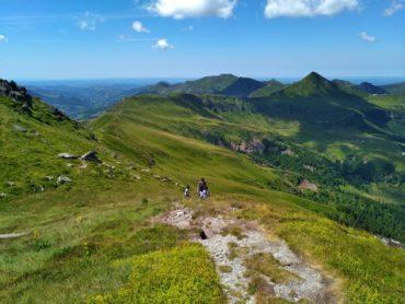 guide accompagnateur randonnée montagne volcan cantal